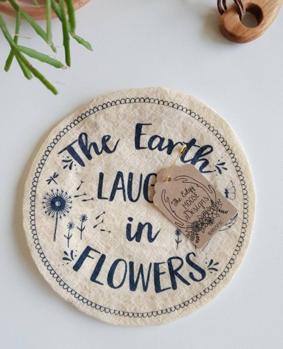 str. S Vokset bolletrekk // Earth laughs in flowers